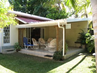 Comfortable ground floor holiday beach house, Trou aux Biches