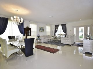 Villa Chandelier- 4 Bedrooms + 2.5 Bathrooms, Boca Raton