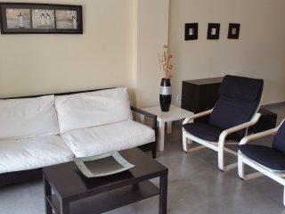 Apartamento una habitación con piscina, garaje y aire acondicionado.