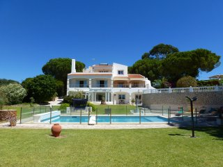 Villa Grande, Luxury, Peaceful Location, 6 Bedrooms, Sleeps 14,  Large Heated Pool, Sauna & Tennis C, Porches