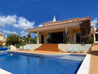 Villa Mar, Luxury, Modern Villa, 4 Bedrooms, Sleeps 8, Large Heated Pool & Table Tennis, Ferragudo