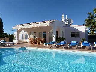 Villa Rocha, Family villa, Near Ocean, 4 Bedroom, Sleeps 8,  Heated Pool, Air-co