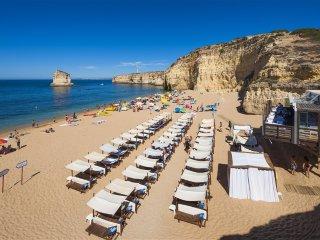 Villa Mar, Luxury, Modern Villa, 4 Bedrooms, Sleeps 8, Large Heated Pool & Table Tennis