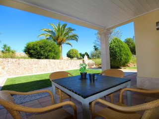 Four Winds Apartments Levante, Wine & Art Estate, 2 Bedroom, Sleeps up to 5, Air-con, Shared Pool an, Lagoa