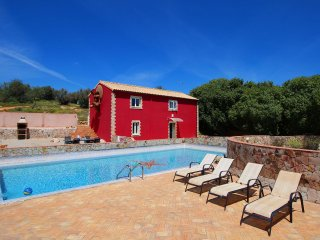 Casa Margarida, Farm Cottage, Wine & Art Estate, 2 Bedroom, Sleeps 5, Large Pool, terrace and BBQ, Estombar