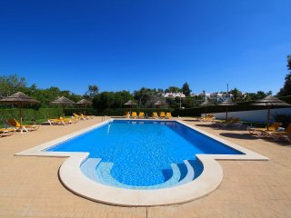 Townhouse Mia, Panoramic views of countryside, 2 Bedroom, Sleeps 6, Air-con & Communal Pool, Carvoeiro
