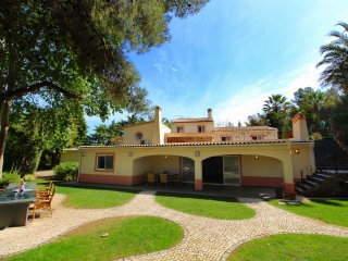 Four Seasons, Luxury Quinta, Wine & Art Estate, 6 Bedroom, Sleeps 16, Heated Pool, Sauna, Air-con an