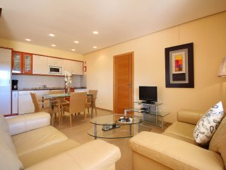 Four Winds Apartments Suao, Wine & Art Estate, 2 Bedroom, Sleeps up to 5, Air-con, Shared Pool and B, Lagoa