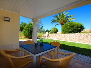 Four Winds Apartments Repiquete, Wine & Art Estate, 2 Bedroom, Sleeps up to 5, Air-con, Shared Pool, Lagoa