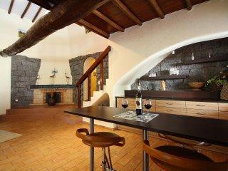 Four Seasons, Luxury Quinta, Wine & Art Estate, 6 Bedroom, Sleeps 16, Heated Pool, Sauna, Air-con an