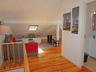 ATTIC, cozy apartm up to 4 guests with Air Cond