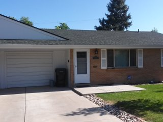 Lovely Duplex only minutes to Denver's Attractions, Lakewood