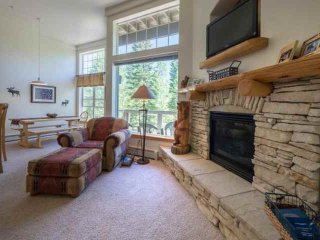 New Listing! High Atop of Wildernest. HotTub/Pool. Book Now For Fall Foliage, Holidays, Ski Season