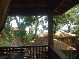 TURTLE BEACH - Private Treehouse/Honeymoon Suite- 1 Bedroom Seahorse Villa, Roatan