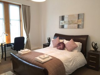Spacious 2 Bedroom Apartment, Greenock
