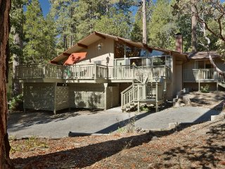 "Charming ""Cedar Glen"" Mountain View Home, Idyllwild"