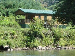 The Lang Cabin - Riverfront - Near Gem Mines, Franklin