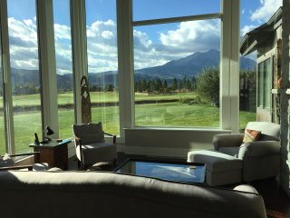 STUNNING LUXURY HOME ON GOLF COURSE WITH BREATHTAKING MTN VIEWS, NEAR SKIING!, Carbondale