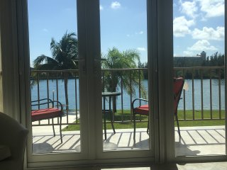 Fabulous Waterfront Studio Condo, Freeport