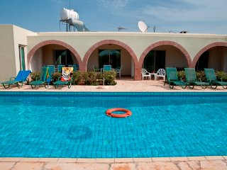 Beautiful 4BR Villa, Large private pool, wifi, Paphos
