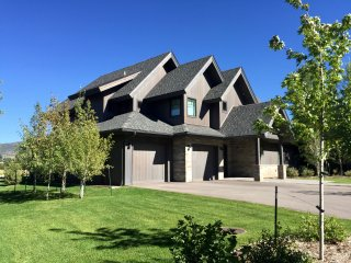 STUNNING LUXURY HOME WITH AMAZING MOUNTAIN VIEWS!, Carbondale
