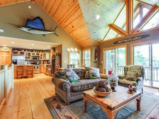 Gorgeous lakefront cabin with tranquil views & private dock