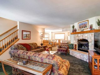Walk to Main Street and the Slopes-Enjoy the Private Hot Tub and Pool Access
