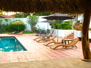 Private Beachfront Bungalow w/Huge Pool for Two!, Playa Langosta