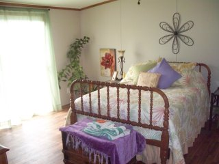 Master Bedroom - Queensized bed with adjoining bath