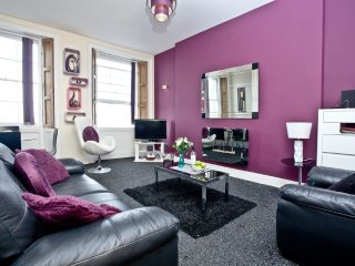 Au Bord De La Mer, Apartment 3 located in Torquay, Devon