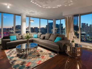 Stunning Penthouse 3 Bedroom 3 Bath Amazing Views, Vancouver