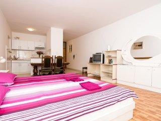 Apartments Raguz- Studio with Balcony- A6