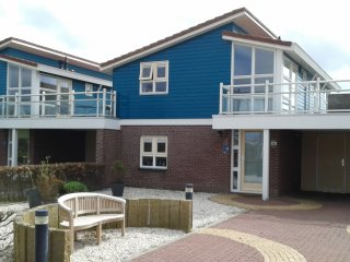 Very luxurious holidayhouse a/t waterfront, max.4p