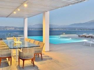 Luxurious Seafront 6-bedroom Villa Imperial with breathtaking views!