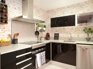 Enjoybcn Apartments- Apartment with private terrace for up to 5 people