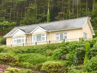SIFFRWD Y COED, detached bungalow, stunning views, enclosed patio, in