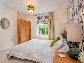 7 Priory House, Central 2 Bed 2 Bath, sleeps 5.