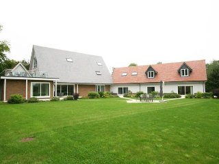 Frilford Heath, 20 mins from Oxford, nr Cotswolds. Party house with hot tub