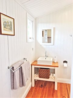 'The Master' ensuite, soft luxury bath towels