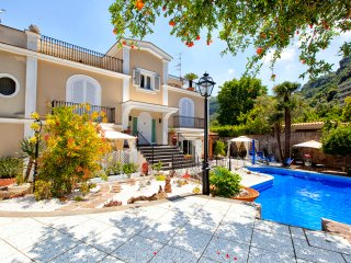6 bedrooms Villa with Pool, Sorrento center