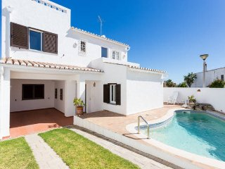 Detached villa with private pool in Praia da Luz