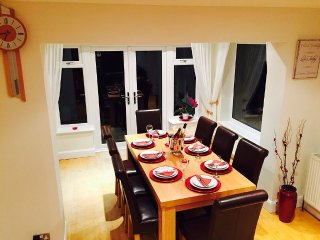 Huge, beautiful, 4 bedroom house, 10 minutes from Brighton with FREE PARKING