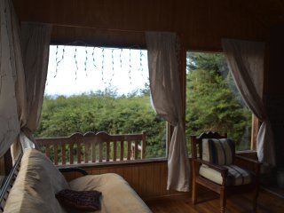 Comfortable and spacious cabin, nice view, Puerto Varas