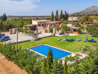 Mallorcan Finca 10sleeps with private pool and bar