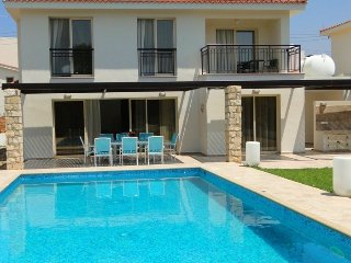 Modern Luxurious 4BR Villa with private pool, Chlorakas