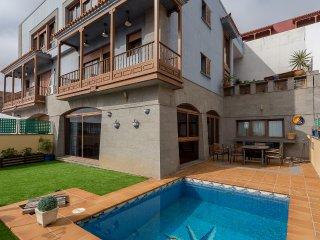 Excelente chalet con piscina y vistas al mar, Las Palmas