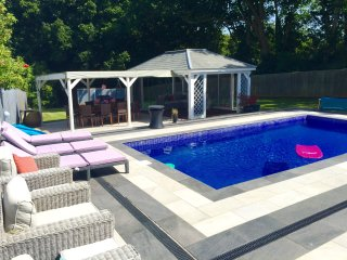 Beautiful 5 Bedroom 3 Bath luxury home with pool AND HOT TUB (HIRE)sleeps 13 1/2