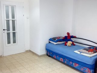 Bed in 6-Bed Mixed Dormitory Room (08)