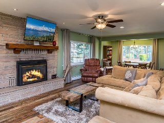 4BR, 3.5BA South Lake Tahoe Family Home – Hot Tub, Playhouse & Badminton