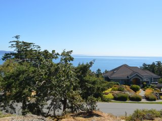 Arbutus Apartment  with Ocean View